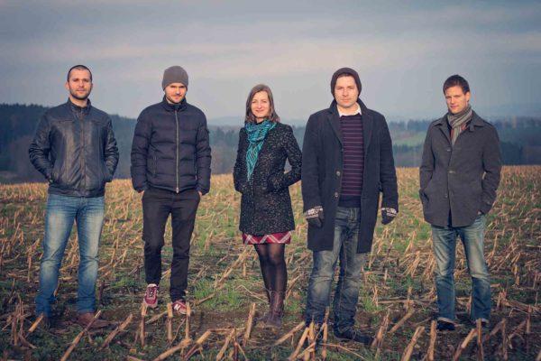 Cesko-polsky kvintet Inner Spaces. Zleva: Grzegorz Masłowski, Max Mucha, Štěpánka Balcarová, Vít Křišťan a Luboš Soukup